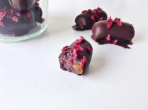 Konfekt med skovbærmarcipan, abrikos og hindbær 01